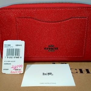Coach Women's zip round Wallet